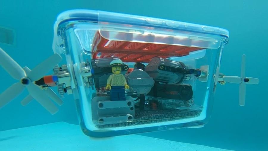 Ein selbstgebautes U-Boot aus LEGO und einer IKEA-Schüssel | Gadgets | Was is hier eigentlich los?