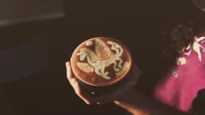 Wie man Pegasos-Latte-Art zaubert | Essen und Trinken | Was is hier eigentlich los?