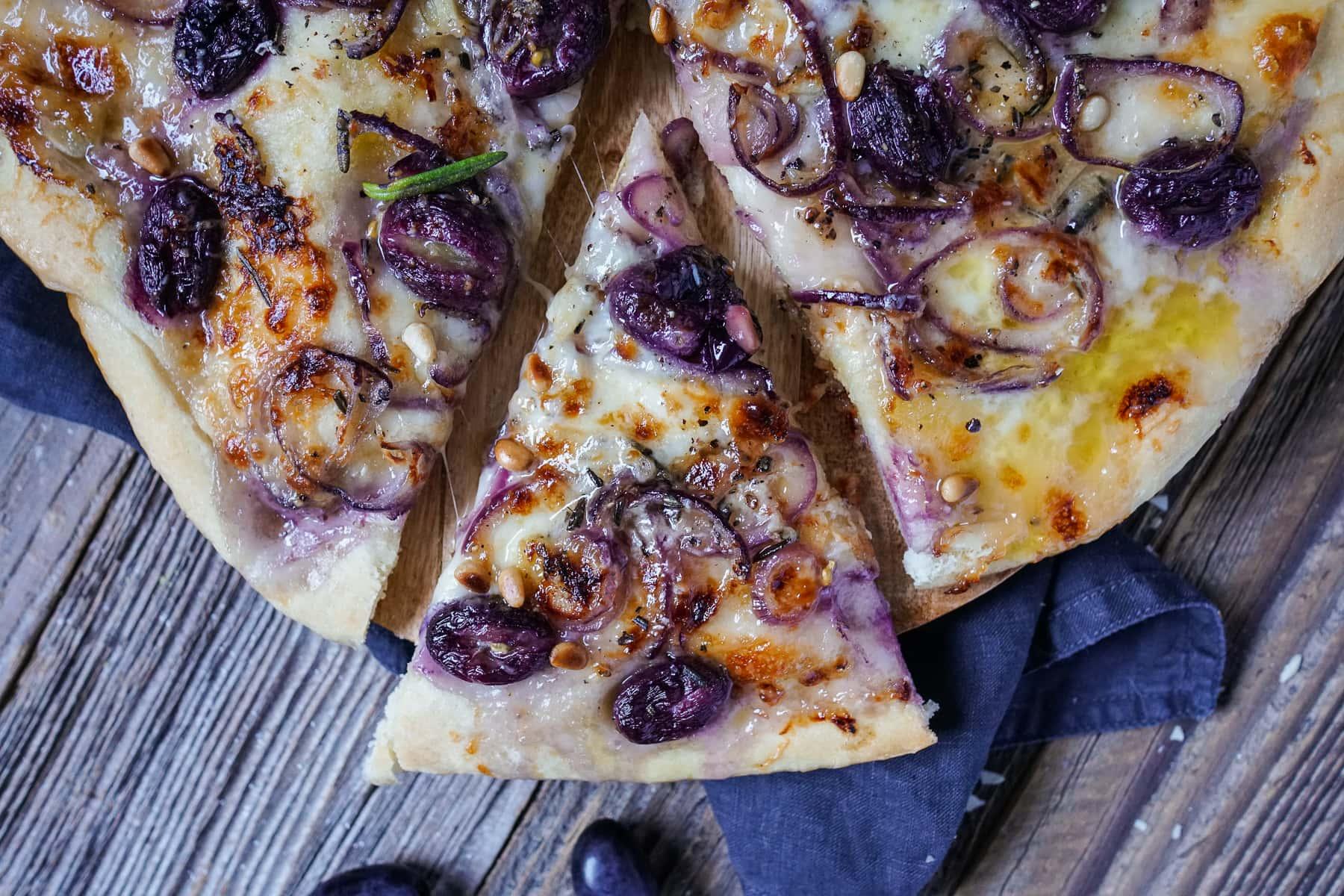 Line macht Pizza mit Weintrauben, roten Zwiebeln und Rosmarin | Line kocht | Was is hier eigentlich los?