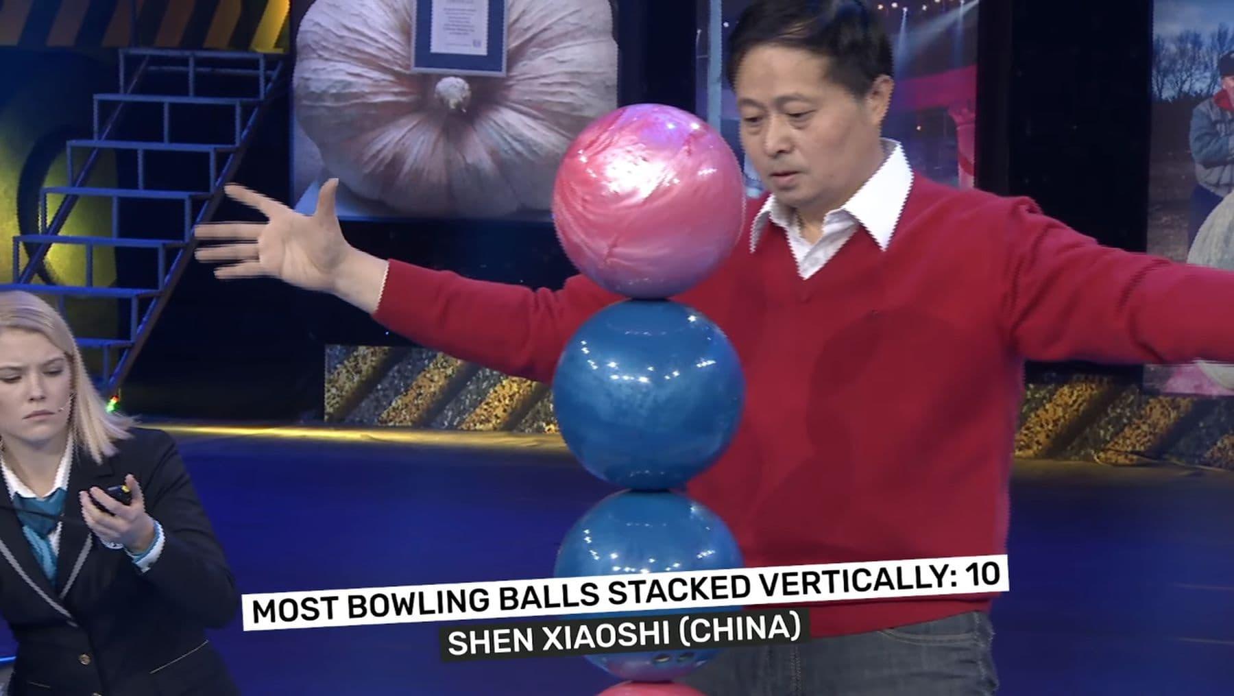 Weltrekord: 10 Bowling-Kugeln einfach übereinander gestapelt | Awesome | Was is hier eigentlich los?