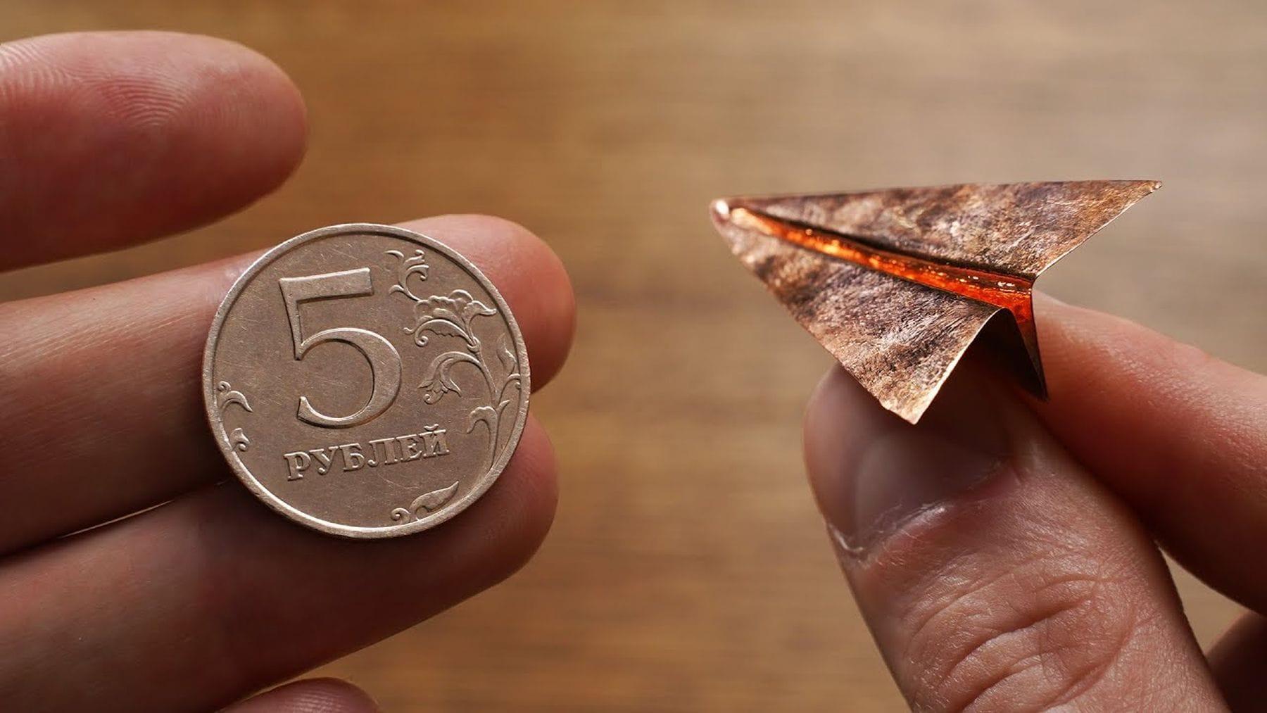 Wie man aus einer kleinen Münze einen Flieger bastelt | Handwerk | Was is hier eigentlich los?