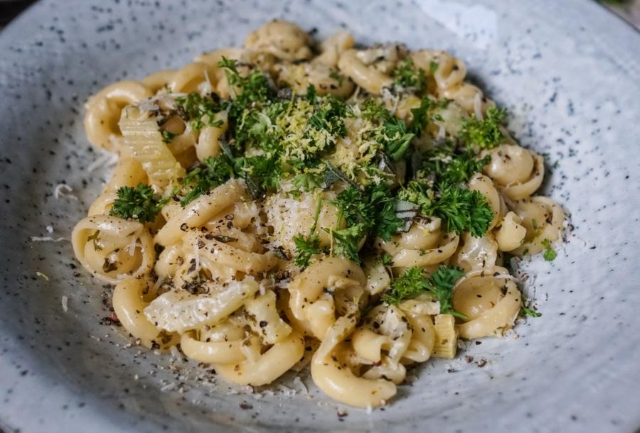 Line kocht Pasta in Zitronen-Kräuter-Soße mit Fenchel | Line kocht | Was is hier eigentlich los?