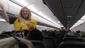 Die wohl lustigste Sicherheitseinweisung im Flugzeug bisher | Lustiges | Was is hier eigentlich los?