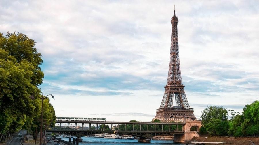 Paris in 4K   Travel   Was is hier eigentlich los?