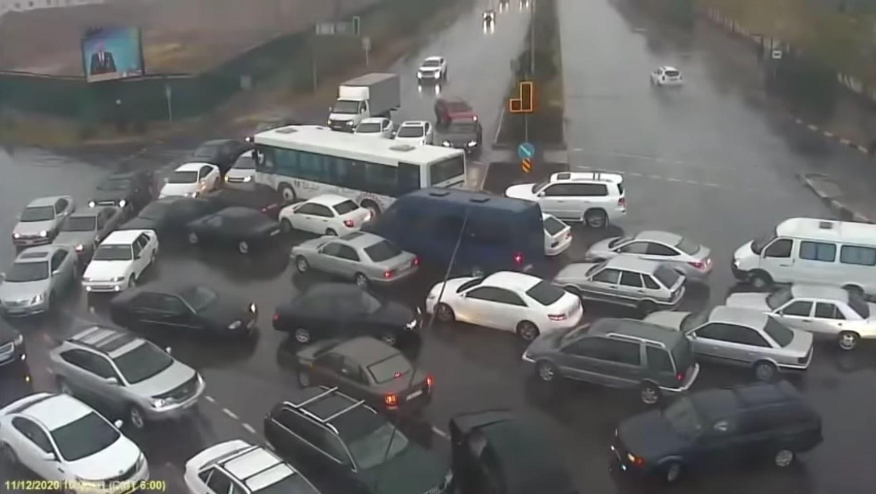 Nur ein Typ, der ein Verkehrschaos auflöst | Awesome | Was is hier eigentlich los?