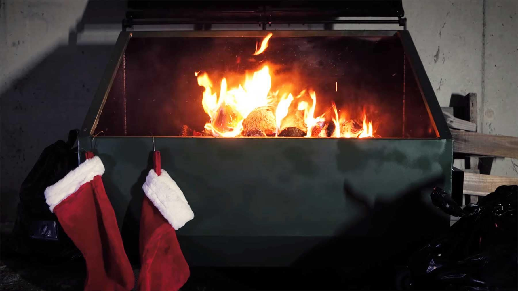 1 Stunde Weihnachts-Lagerfeuer. Aus einem Müllcontainer | Lustiges | Was is hier eigentlich los?