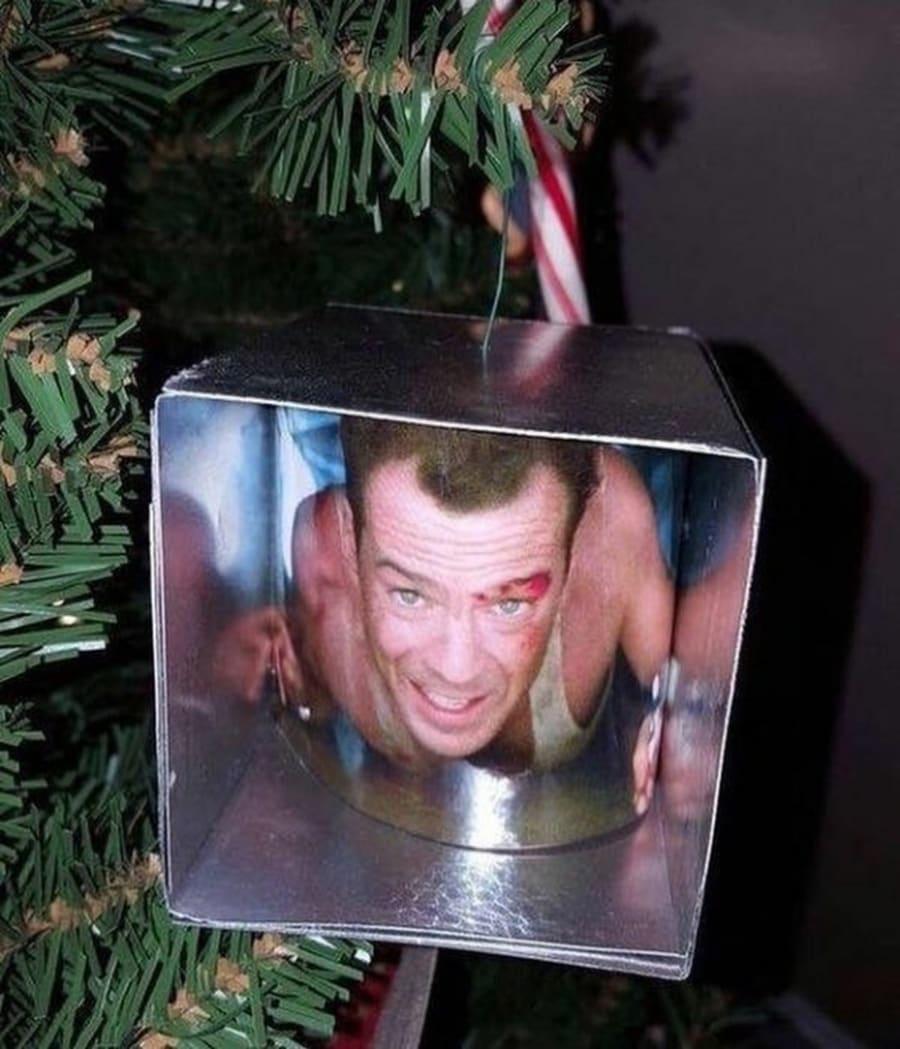 Beste Weihnachtskugel ever | Lustiges | Was is hier eigentlich los?