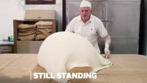Ein 86-jähriger Grieche, der Filoteig noch immer per Hand macht | Menschen | Was is hier eigentlich los?