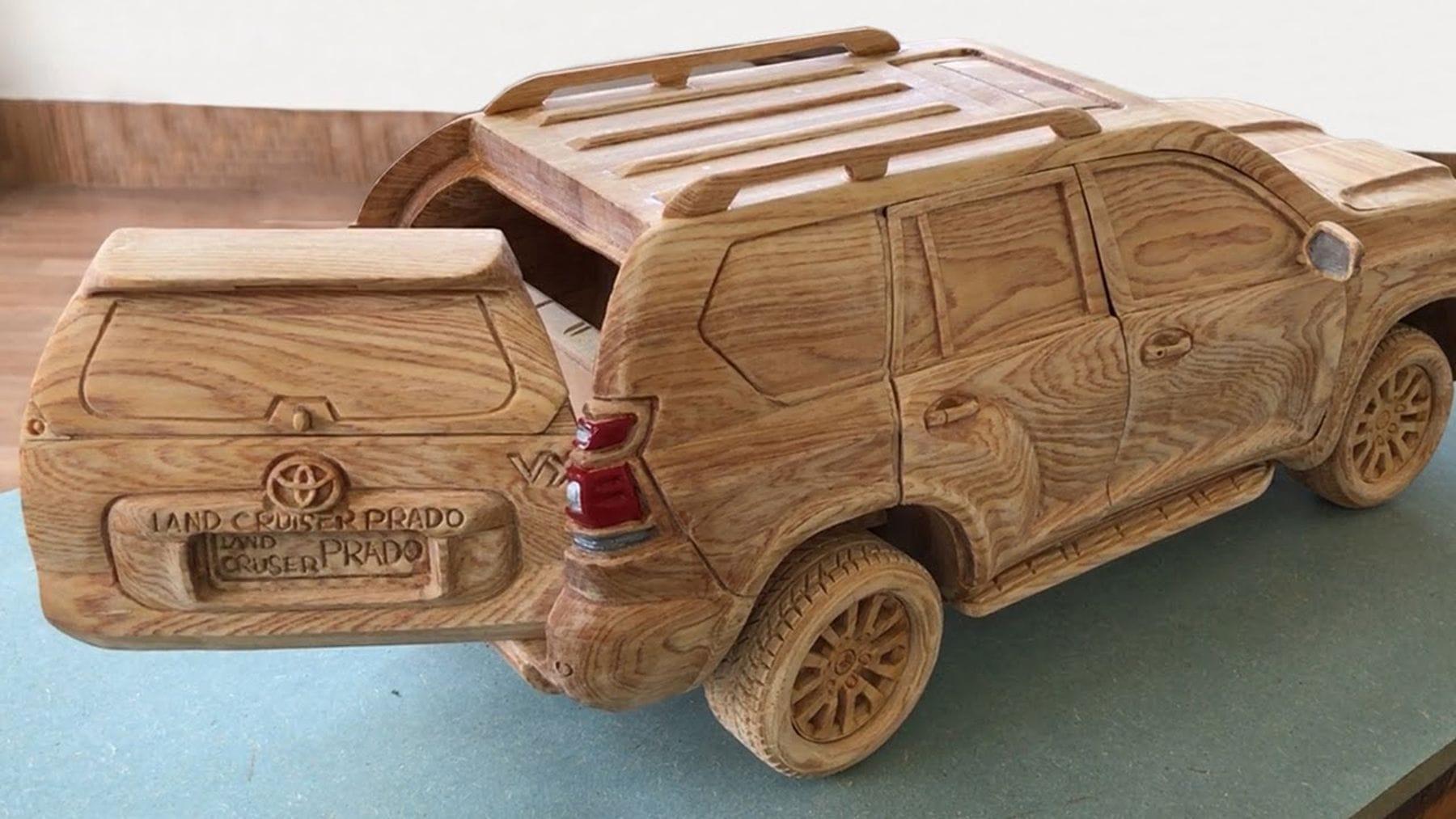 Ein Toyota Prado Land Cruiser 2020 aus Holz geschnitzt | Design/Kunst | Was is hier eigentlich los?