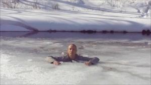 Wie man sich aus eingebrochenem Eis befreien kann | Was gelernt | Was is hier eigentlich los?