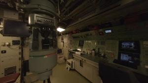 Mit einer Drohne durch ein holländisches U-Boot fliegen | Awesome | Was is hier eigentlich los?