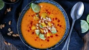 Line kocht Kokos-Süßkartoffelsuppe mit Avocado und Mango | Line kocht | Was is hier eigentlich los?