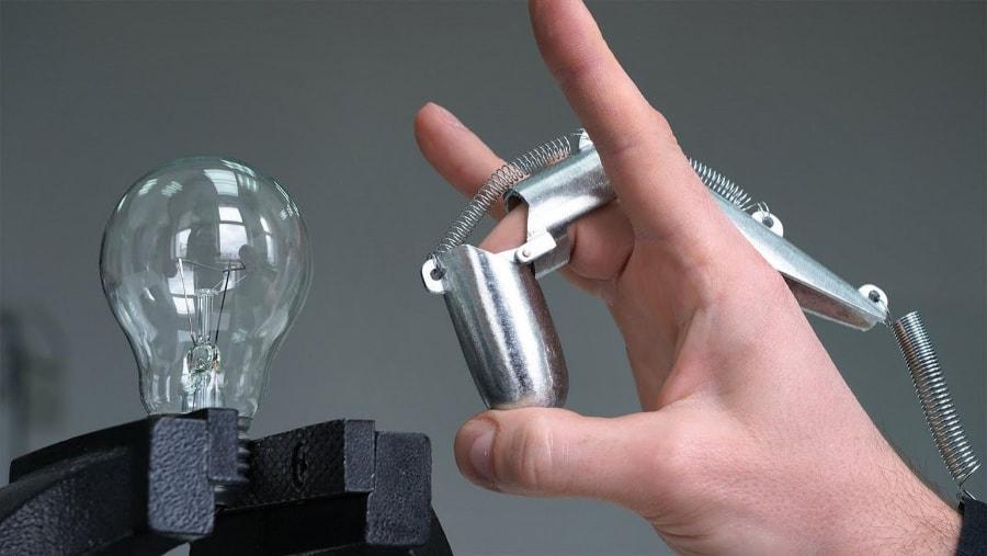 Eine Fingerflick-Maschine zum Finger-flicken | Gadgets | Was is hier eigentlich los?