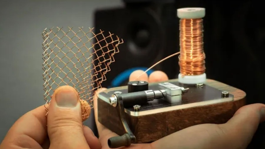 Eine Maschendrahtzaun-Maschine im Miniatur-Format | Gadgets | Was is hier eigentlich los?