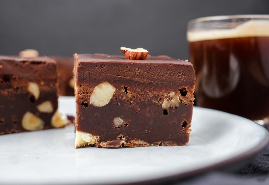 Line backt die ultimativen Brownies mit Nüssen und Espresso-Schokoladen-Ganache | Line backt | Was is hier eigentlich los?