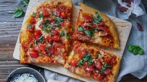 Line macht Focaccia mit Mozzarella und Bruschetta-Tomaten | Line kocht | Was is hier eigentlich los?