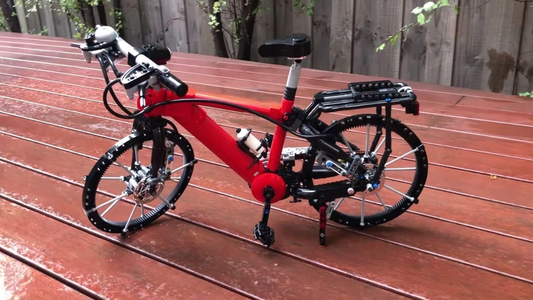 Ein Miniatur-Fahrrad aus LEGO gebaut   Gadgets   Was is hier eigentlich los?