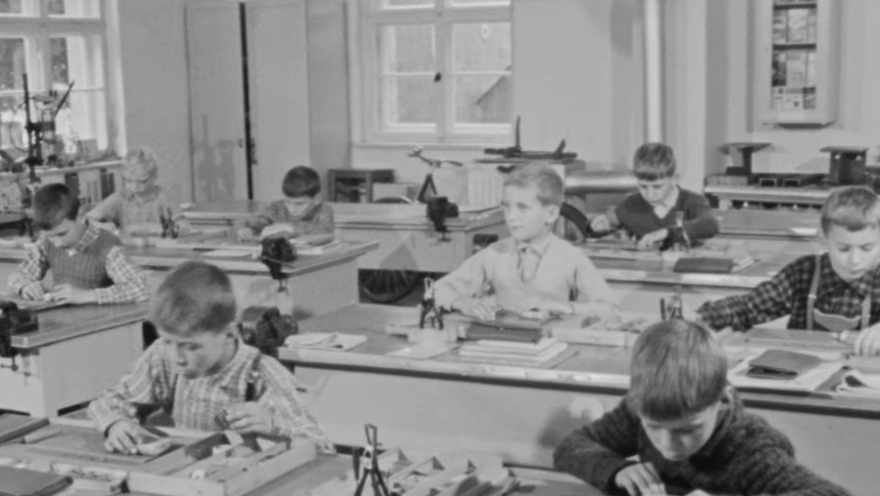 Jugenderziehung in der DDR   Zeitgeschichte   Was is hier eigentlich los?