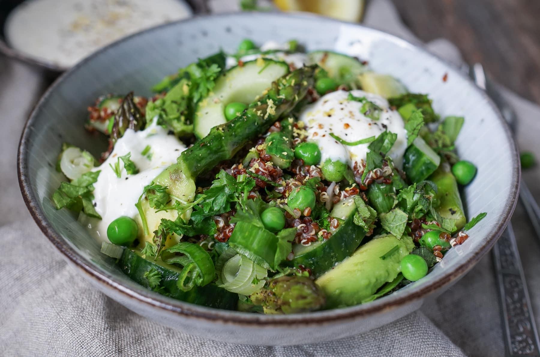 Line macht Quinoa-Salat mit grünem Spargel, Erbsen und Knoblauch-Creme   Line kocht   Was is hier eigentlich los?