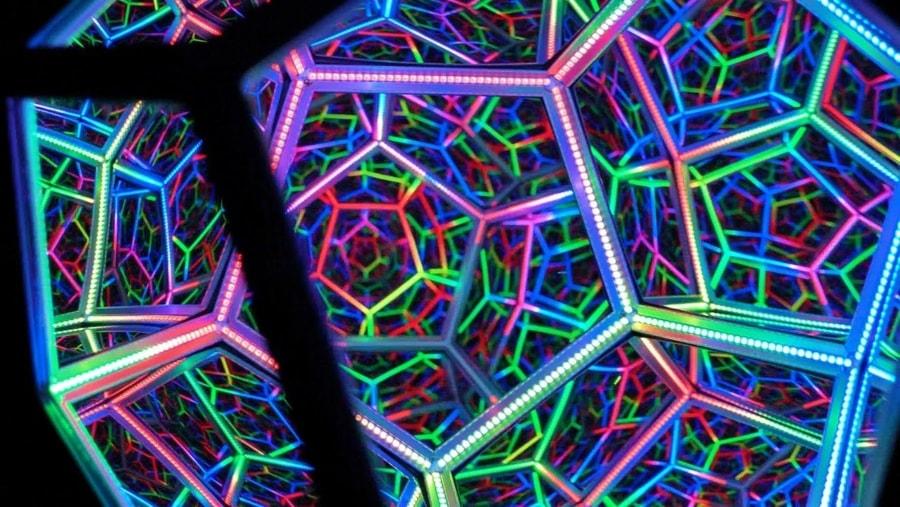 DeepLight 12 – Der Infinity-LED-Spiegel von David Hughes | Design/Kunst | Was is hier eigentlich los?