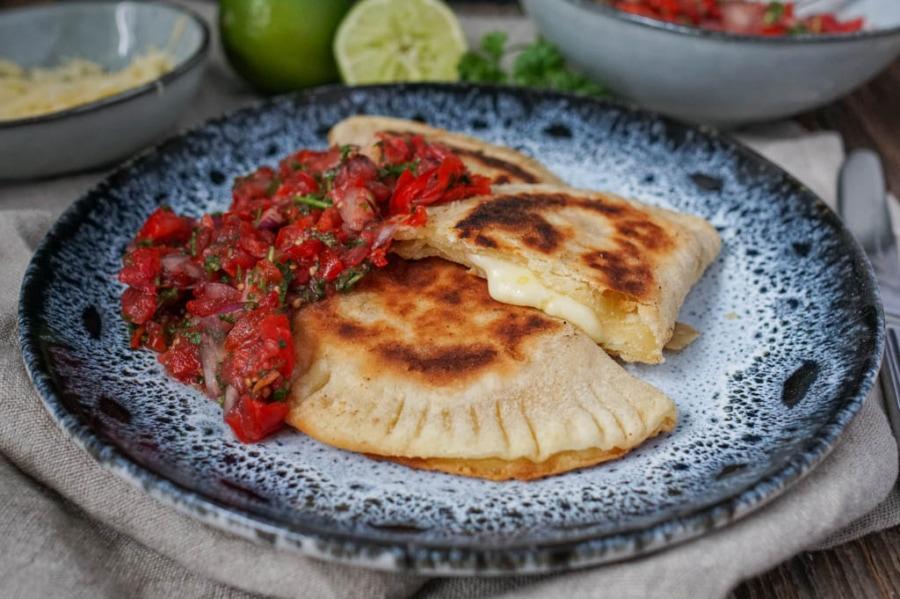 Line macht Empanadas mit Käse und Tomaten-Salsa | Line kocht | Was is hier eigentlich los?