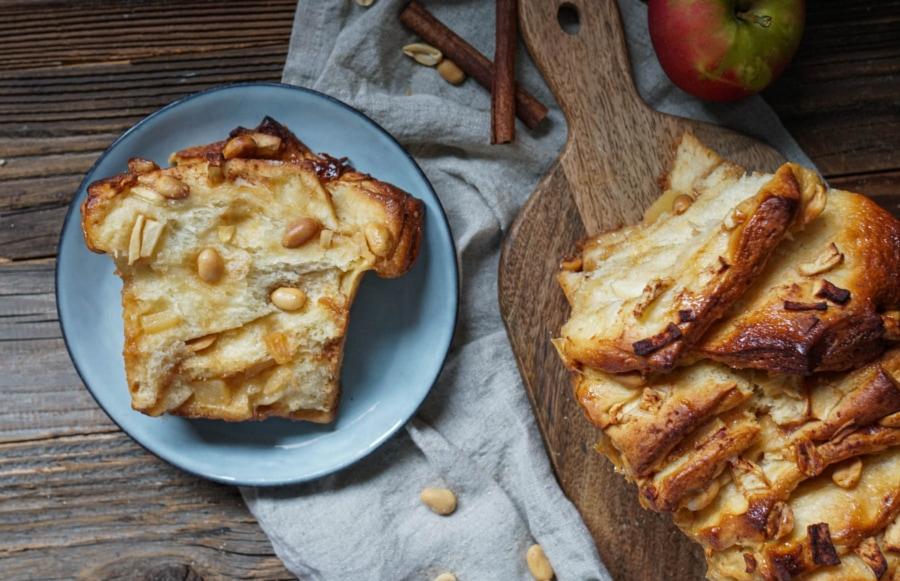 Line backt Zupfbrot mit Karamell, Äpfeln und Erdnüssen | Line backt | Was is hier eigentlich los?