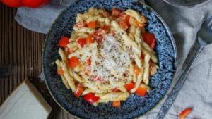 Line kocht Pasta in Paprika-Parmesan-Soße | Line kocht | Was is hier eigentlich los?